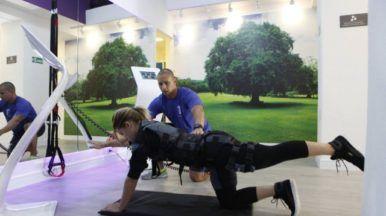 Com roupa tecnológica, C. Brait volta aos treinos após gravidez.